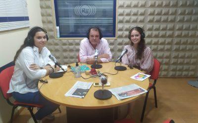 """Alumnas del Liceo participan en el programa """"La Isla de par en par"""" de Radio La Isla."""